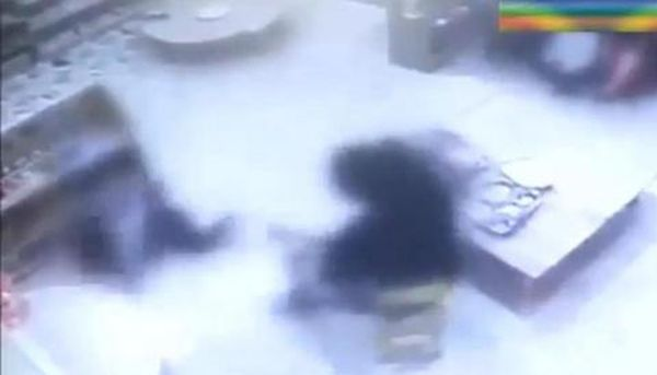 Βίντεο: Οργή με τη δασκάλα που χαστουκίζει κοριτσάκι στη Ν. Κορέα