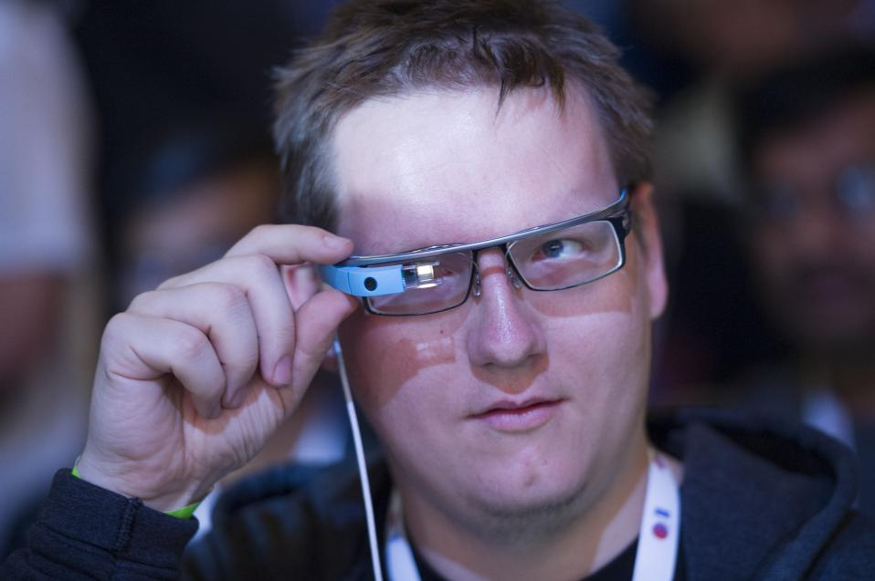 Σταματά την παραγωγή των «έξυπνων» γυαλιών η Google