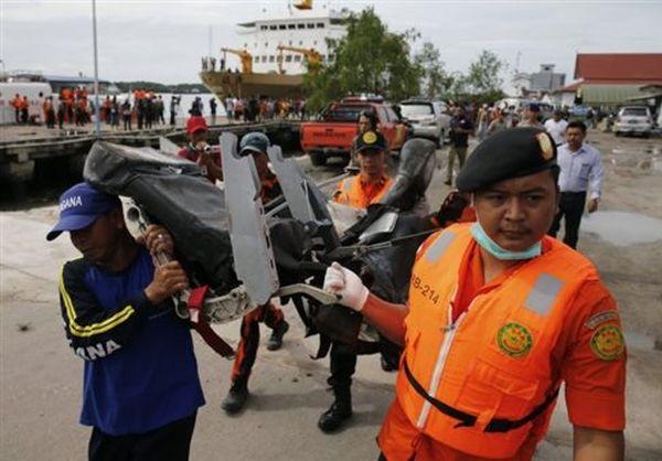 «Δεν υπάρχουν ενδείξεις» τρομοκρατίας στη συντριβή του αεροσκάφους της AirAsia