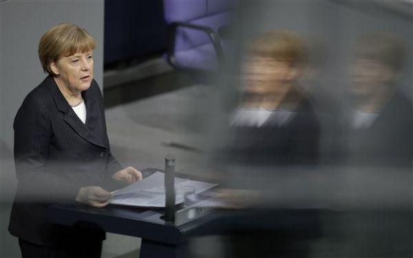 Μέρκελ: Ολες οι προσπάθειες επικεντρώνονται στο να μείνει η Ελλάδα στο ευρώ