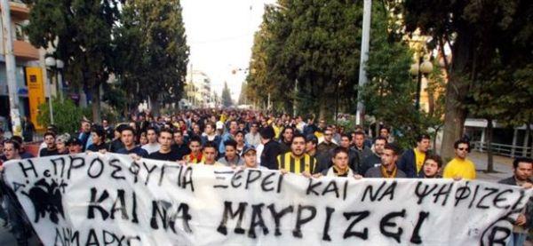 Οπαδοί της ΑΕΚ έκαψαν προεκλογικό περίπτερο του ΣΥΡΙΖΑ