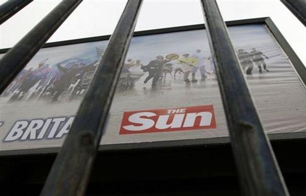 Γυμνόστηθες τέλος για την τρίτη σελίδα της βρετανικής Sun