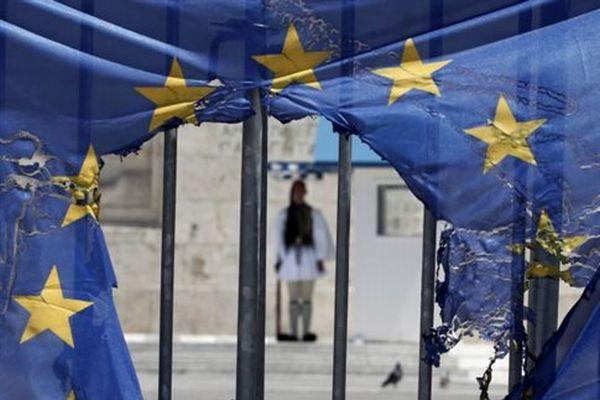 CNBC: «Κακό προηγούμενο» ενδεχόμενη αναδιάρθρωση του ελληνικού χρέους