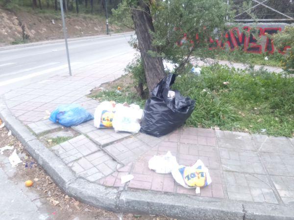Πεταμένα σκουπίδια