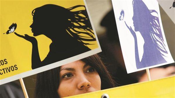 Ελ Σαλβαδόρ: Απονομή χάριτος σε καταδικασθείσα για άμβλωση