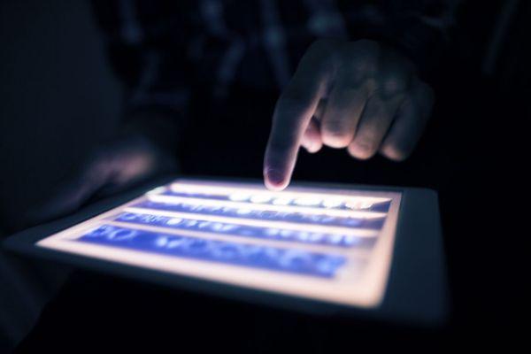 Συνελήφθη η διαδικτυακή... «μάντισσα» αποτελεσμάτων αγώνων ποδοσφαίρου