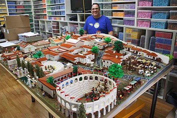 Μετά την Ακρόπολη, έτοιμη και η Πομπηία από Lego