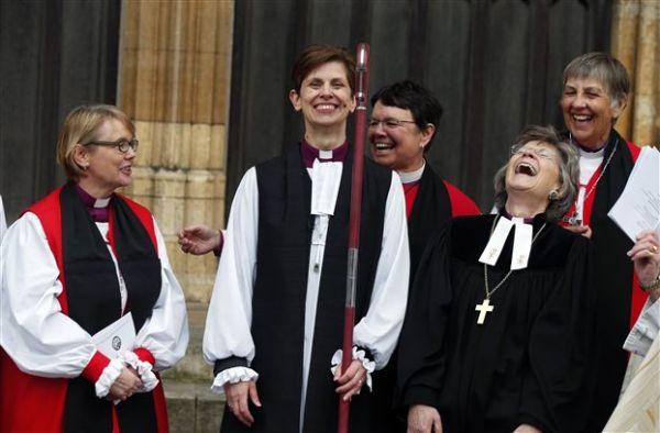 Η Αγγλικανική Εκκλησία χειροτόνησε την πρώτη γυναίκα επίσκοπο