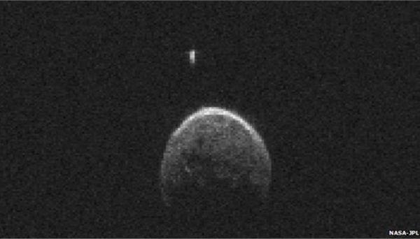 Ο αστεροειδής που προσπέρασε τη Γη έχει το δικό του φεγγάρι
