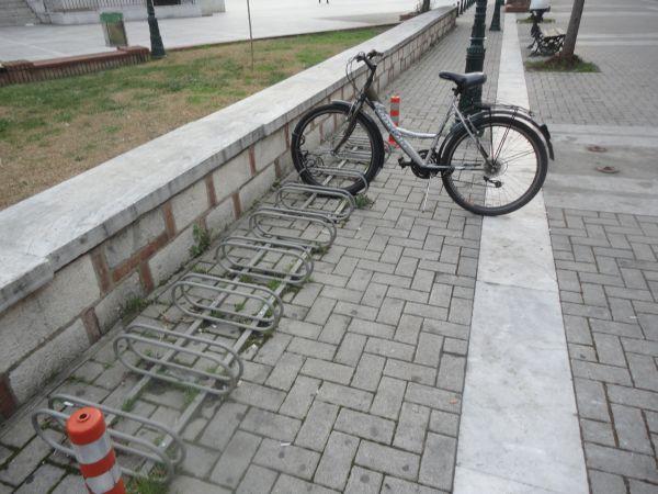 Αδειες θέσεις για ποδήλατα