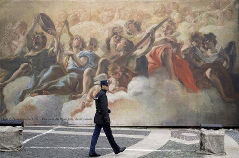 Δωρεάν μπάνιο, κούρεμα και ξύρισμα προσφέρει το Βατικανό στους άστεγους