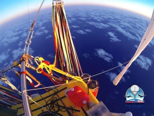 Εσπασαν το ρεκόρ πτήσης με αερόστατο πάνω από τον Ειρηνικό