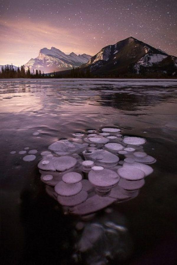 Εντυπωσιακές εικόνες από παγωμένες φυσαλίδες μεθανίου