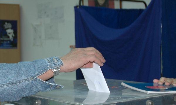 «Κρίνουν» χίλιες απολύσεις οι εκλογές των εμποροϋπαλλήλων
