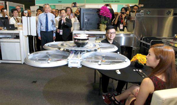 Δείτε τους ιπτάμενους σερβιτόρους - ρομπότ [βίντεο]