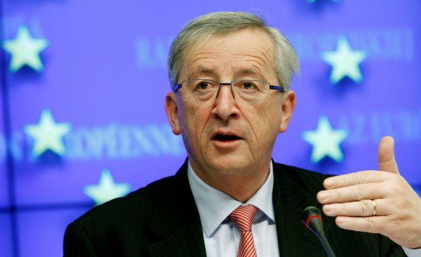 Spiegel: «Ο Γιούνκερ αμφισβητεί την κυριαρχία της Μέρκελ στην ΕΕ»
