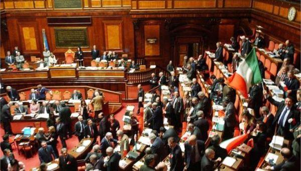 Ρωμαϊκή αρένα η ιταλική Βουλή (βίντεο)