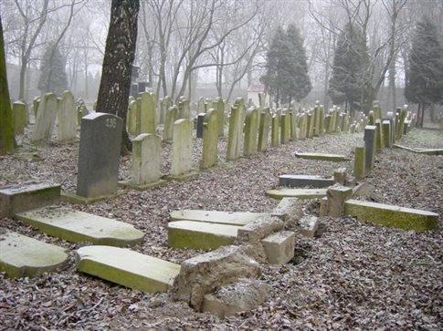 Αγνωστοι βεβήλωσαν εβραϊκό νεκροταφείο στη Γαλλία