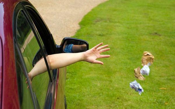 Τα πιο τρελά και αυθαίρετα πρόστιμα για ρύπανση δρόμων