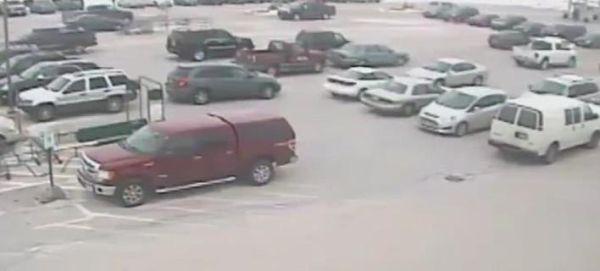 Ενας 92χρονος σκόρπισε τον πανικό σε πάρκινγκ