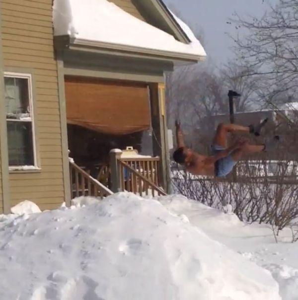Δήμαρχος Βοστώνης: Μην πηδάτε από τα παράθυρα στο χιόνι