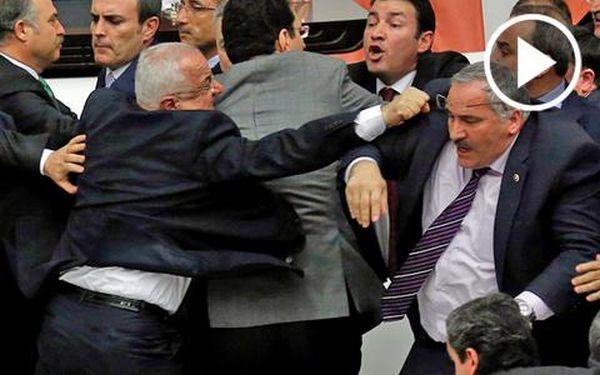 Γης μαδιάμ ξανά η τουρκική βουλή