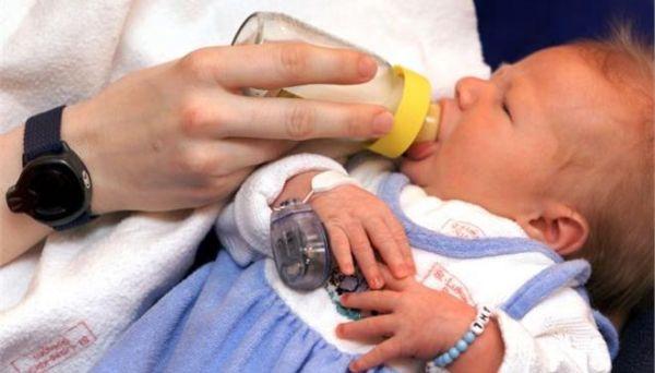 Η Βρετανία έγινε η πρώτη χώρα στον κόσμο που οριστικά ενέκρινε τα «μωρά με τρεις γονείς»