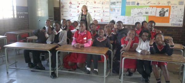 Η δασκάλα που μαθαίνει ελληνικά στα παιδιά της Ν. Αφρικής [εικόνα]