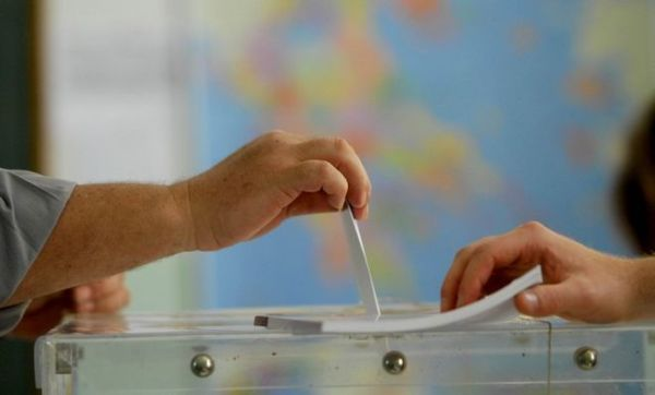 Προβάδισμα του ΣΥΡΙΖΑ δείχνει νέα δημοσκόπηση