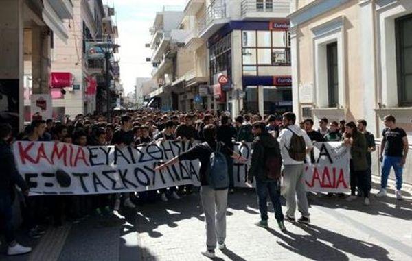 Στους δρόμους οι μαθητές της Τρίπολης για το πρόβλημα των σκουπιδιών