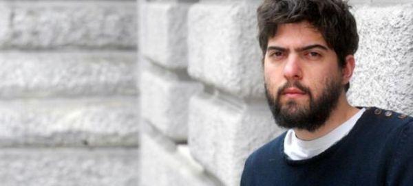 O διευθυντής του Εθνικού ζητά 300.000 ευρώ από νέο σκηνοθέτη για σχόλιο στο Facebook