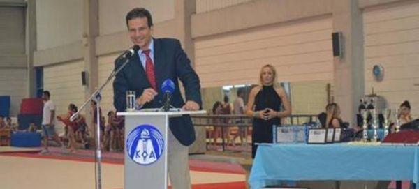 Κύπριος παρουσιαστής μήνυσε τις ερωμένες του γιατί τον κάρφωσαν στην γυναίκα του