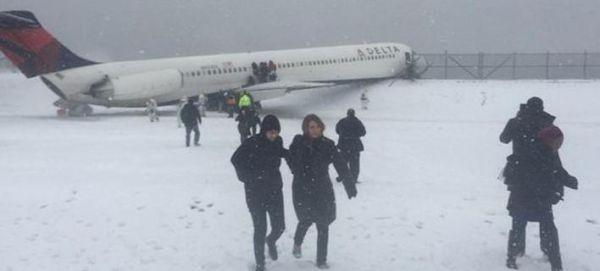 Αεροσκάφος έπεσε πάνω σε φράχτη [εικόνες & βίντεο]