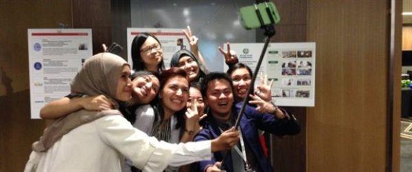 ΗΠΑ: Μουσείο απαγορεύει τα μπαστούνια για selfies