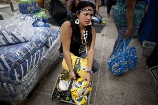 Βενεζουέλα: Ψώνια με δακτυλικό αποτύπωμα κατά των ελλείψεων