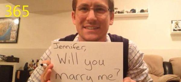 Έκανε πρόταση γάμου στην κοπέλα του κάθε μέρα επί ένα χρόνο [εικόνες & βίντεο]