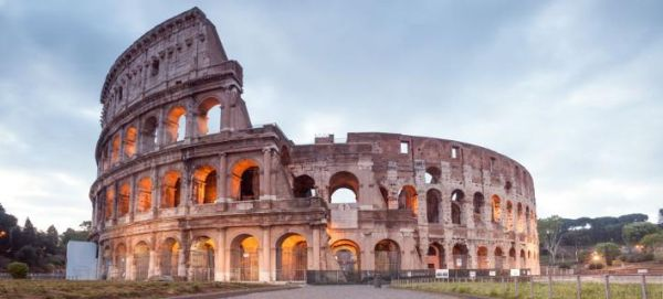 Ιταλία: Αμερικανίδες τουρίστριες χάραξαν τα αρχικά τους στο Κολοσσαίο [εικόνα]