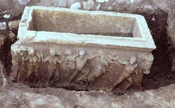 Η«Αρπαγή Κόρης» σε σαρκοφάγο στους αρχαίους Γόμφους