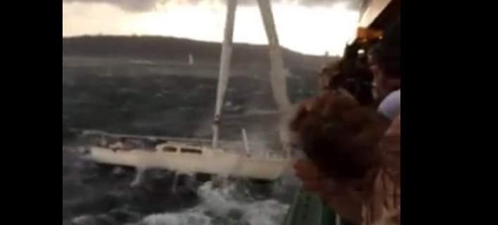Κύματα «πετούν» ακυβέρνητο ιστιοπλοϊκό σε πλοίο ανοικτά των ακτών του Σίδνεϊ [βίντεο]