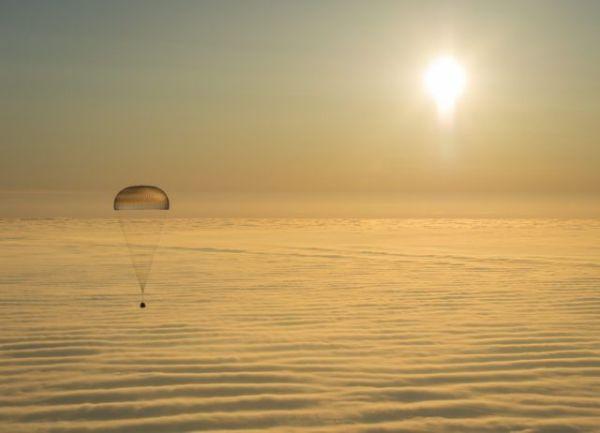 Επέστρεψαν στη Γη έπειτα από έξι μήνες τρία μέλη του Διεθνούς Διαστημικού Σταθμού