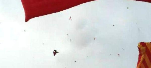 Χαρταετός σηκώνει στον αέρα 5χρονο παιδί και σκοτώνεται