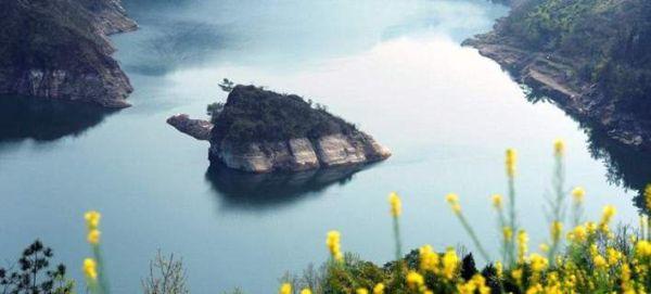 Υπάρχει νησί που αναδύεται μόνο κάθε άνοιξη