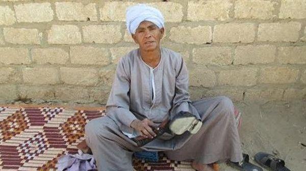Αιγύπτια ντυνόταν επί 43 χρόνια σαν άνδρας για να ζήσει την κόρη της