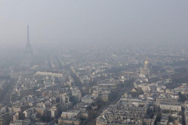 Παρίσι: η ρύπανση κρύβει τον Πύργο του Άιφελ