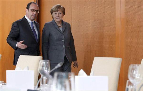 Μέρκελ: Εργαζόμαστε για την παραμονή της Ελλάδας στο ευρώ - Ολάντ: Εχουμε χάσει πολύ χρόνο