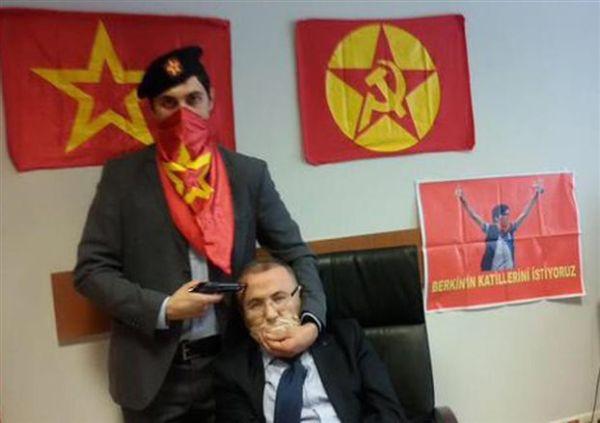 Εισβολή της αστυνομίας έβαλε τέλος στην ομηρία εισαγγελέα στην Κωνσταντινούπολη