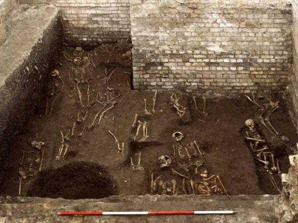 Βρέθηκε ολόκληρο μεσαιωνικό νεκροταφείο κάτω από το πανεπιστήμιο του Κέμπριτζ [εικόνες]