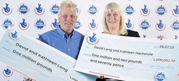 Ζευγάρι στην Αγγλία κέρδισε για 2η φορά σε 20 μήνες 1,4 εκ. ευρώ στη λοταρία