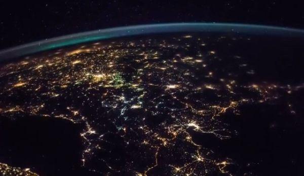 Η ανατολή του Ήλιου από το Διεθνή Διαστημικό Σταθμό
