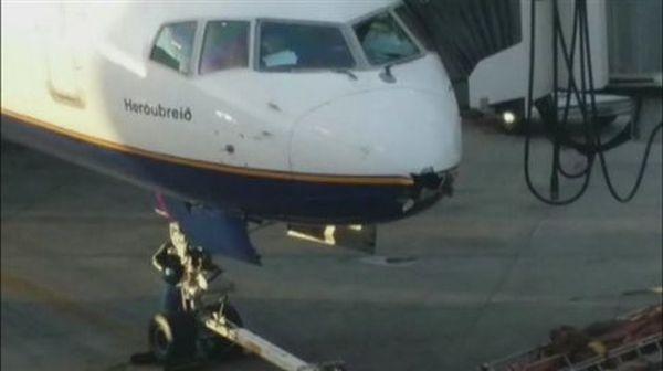Κεραυνός άνοιξε τρύπα στο ρύγχος αεροσκάφους της Icelandair